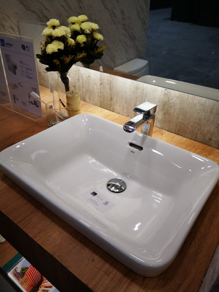 The Arosa countertop wash basin goes well with our Freya faucet, for that elegant touch in your bathroom.
