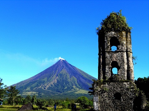 Cagsawa-ruins-with-Mayon-Volcano-at-the-background.-From-flickr.