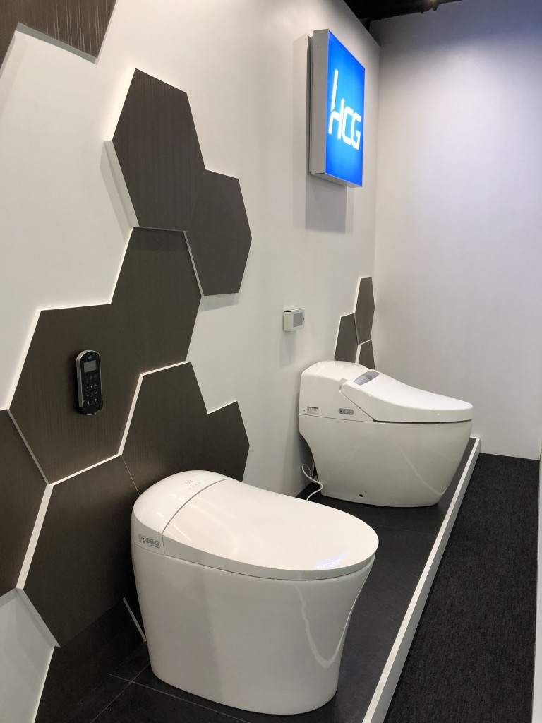 Our showroom features two automatic one piece water closet, namely the AFC230 Featoilet (L) and the AFC2306 Superlet (R).